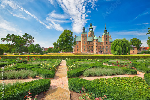 Foto  King Garden, the oldest and most visited park in Copenhagen, Denmark-located nea
