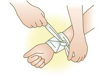 応急手当イラスト25:止血・包帯を巻く