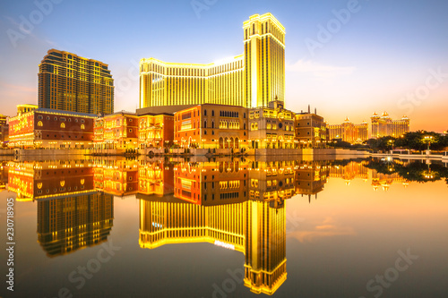 Spoed Foto op Canvas Aziatische Plekken Spectacular golden skyline of Macau in China, reflected in the water at twilight.
