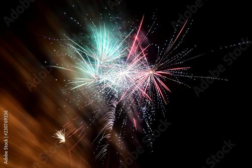 Fotografía  Long exposure of fireworks in the night sky