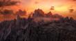 canvas print picture - Dramatische Sonnenuntergang über der Cadini Gruppe in der Dolomiten