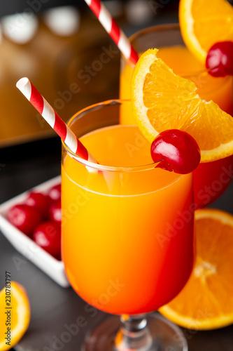 Keuken foto achterwand Cocktail Tequila sunrise cocktails