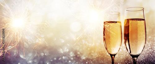 Obraz Champagne for a happy new year - fototapety do salonu