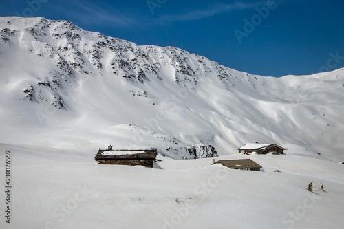 Fotografiet Chalet en montagne , en hiver sous la neige , Savoie , Massif du Thabor , alpes
