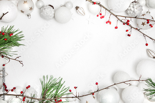 Christmas white wood background with bauble and red berries Tablou Canvas