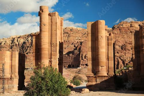 Valokuvatapetti Temenos Gate and Colonnade Street in Petra, Jordan
