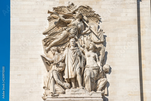 Deurstickers Historisch mon. Details of Arc de Triomphe on blue sky in Paris France