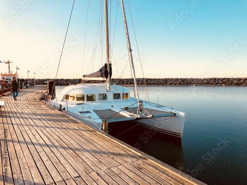 Obraz na płótnie LAGOON Catamaran/Katamaran Reise an der Ostsee auf Rügen im Sommerurlaub im Hafe