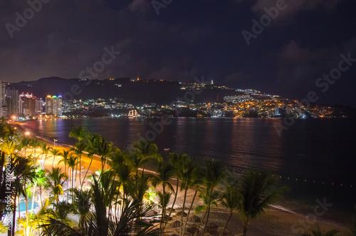 Fotografija  Acapulco beach at night