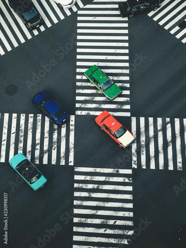 横断歩道と車