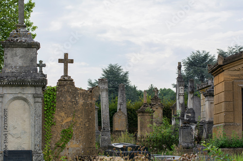 Poster Begraafplaats Old french cemetery in the summer day with tombes and crosses