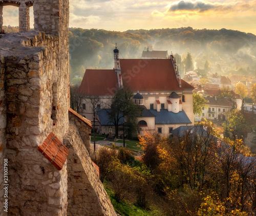 fototapeta na drzwi i meble Kazimierz Dolny - kościół widziany z zamku