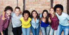Grosse Gruppe Junger Leute