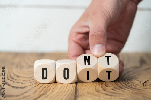 "Fotografie, Obraz  Hand turns two cubes, changing the word ""don't"" to ""do it"""