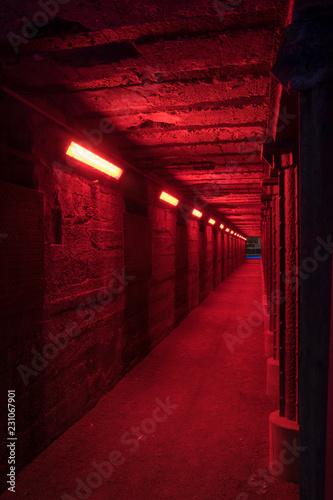Deurstickers Tunnel Rot beleuchteter Tunnel.