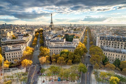 Obraz Paryż jesienią z widokiem na panoramę miasta i Wieżę Eiffla - fototapety do salonu