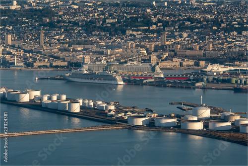Foto op Plexiglas Poort vue aérienne du port du Havre au petit matin en France