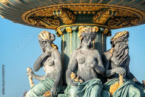Foto op Aluminium Historisch geb. Springbrunnen Fontaine des Mers am Place de la Concorde in Paris, Frankreich