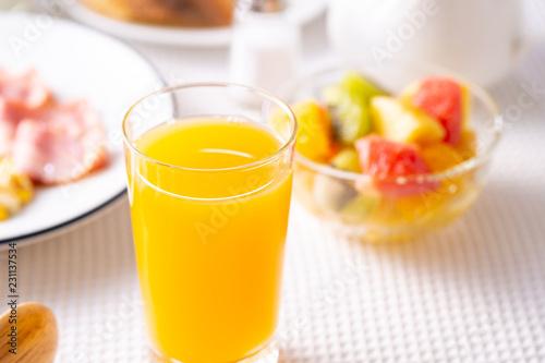 朝食〜オレンジジュース