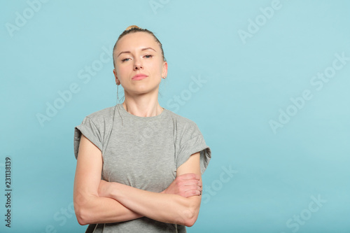 Cuadros en Lienzo confident serious woman with crossed arms