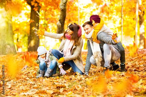 Spoed Foto op Canvas Wanddecoratie met eigen foto family time in sunny autumn landscape