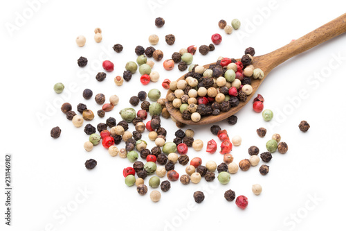 In de dag Kruiderij Pepper mix seed on spoon on white background.