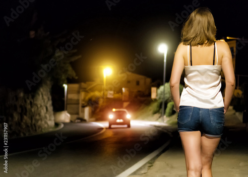 Cuadros en Lienzo Prostitute waiting for the client at night street.