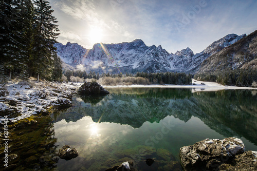 Foto op Aluminium Meer / Vijver first snow at the mountain lake