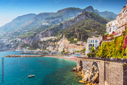 Photo sur Aluminium Cote View of the beautiful town of Amalfi at famous Amalfi Coast with Gulf of Salerno, Campania, Italy.
