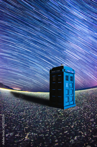 Canvas Print Tardis at night