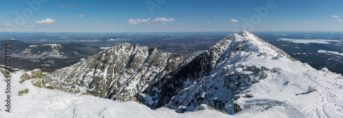 Photographie Panoramic view of the famous knife edge on a clear winter day, from Baxter peak,
