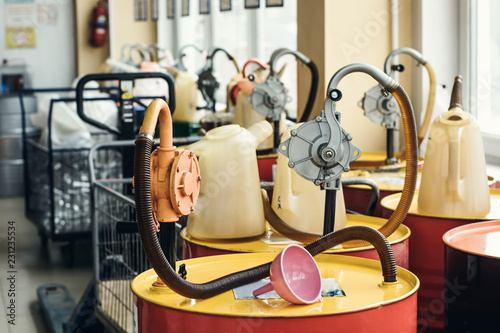 Fotografía  Motor oil in barrels with pump indoors with copy space