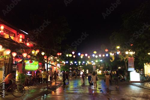 Foto  city lights on hoi an at night, vietnam