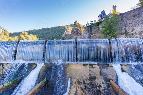 Fotografie, Obraz  chute d'eau du barrage de la centrale hydroélectrique d'Ambialet sur le Tarn