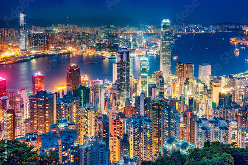 Spoed Foto op Canvas Aziatische Plekken Scenic view over Hong Kong island, China, by night. Multicolored nighttime skyline with illuminated skyscrapers seen from Victoria Peak