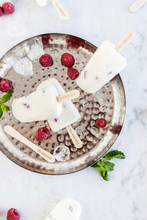 Yoghurt-raspberry Ice Cream