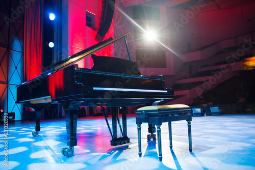 the piano on stage in the spotlight. - 231320350