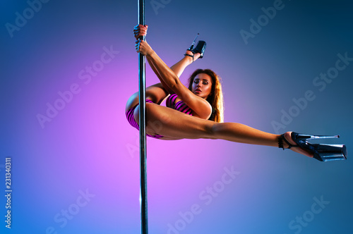 Canvas Woman poledancing