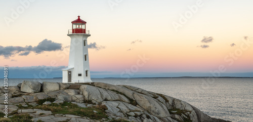 Fotografía Peggys Cove Lighthouse with yellow sky