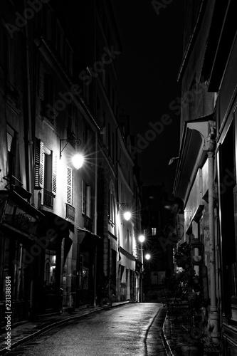 Fototapeten Schmale Gasse Paris, France - November 1, 2018: View of a street in the nignt after rain in Paris