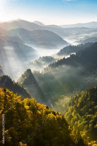 mglisty-gorski-krajobraz