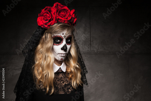 Photo  Halloween make up the sugar skull of a beautiful blond model with a perfect hairstyle
