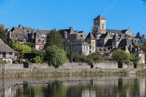 Stickers pour porte Ville sur l eau Nouvelle-Aquitaine - Limousin - Corrèze - Argentat sur Dordogne - Vue sur le la Quai Lestourgie
