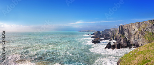 Stampa su Tela Panoramic landscape of a coast in a southwest of Ireland