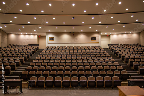 Εκτύπωση καμβά School Closure, Empty lecture hall