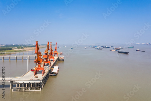 Poster Poort aerial view of cargo wharf in yangtze river