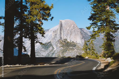 Fototapeten Bekannte Orte in Amerika Glacier Point Road with Half Dome, Yosemite National Park, California, USA