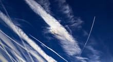 Kondensstreifen Und Cirruswolken