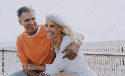 Fotografia  Happy senior couple spending time at the beach