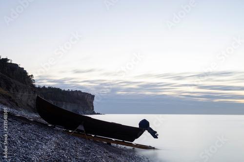 Fotografía  Boat On An Limestone Beach